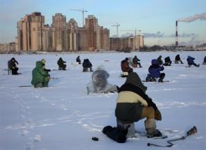 В Запорожской области спасатели сняли со льдины 8 рыбаков и 5 вытянули из воды