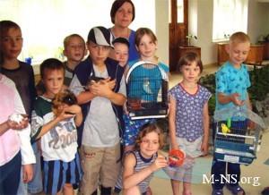 Азаров поиграл в футбол с воспитанниками Черкасского детдома