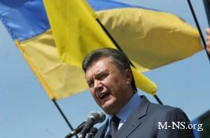Янукович говорит, что молодые девушки развивают экономику Украины