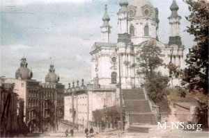 Под Андреевской церковью произошел сдвиг почвы