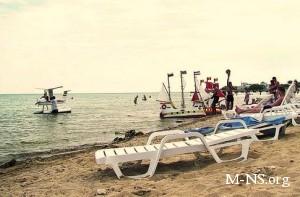 В Крыму жалуются на плату за вход и проезд к морю и навязывание пляжного сервиса