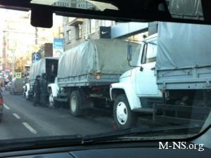 В центр Москвы стягивается военная техника
