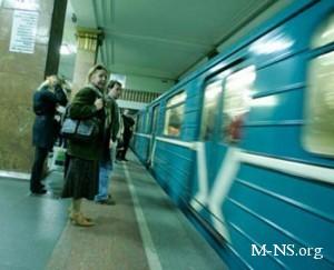 В киевском метро девушка потеряла сознание и упала на рельсы перед поездом