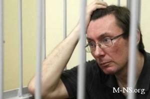 Адвокаты предлагают начальнику колонии делиться мобилкой с Луценко