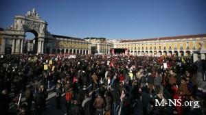 """Десятки тысяч португальцев протестуют против """"социального терроризма"""""""