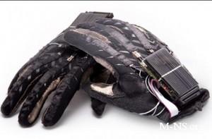 IT-гении показали в Донецке чудо-перчатку для глухонемых