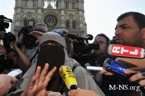 В Париже арестовали около 50 мусульманских активистов
