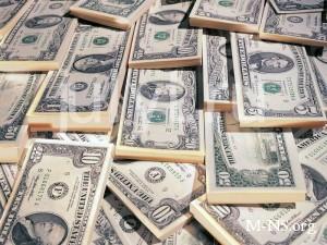 Аналитики: НБУ очень рискует с курсом доллара