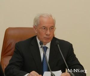 """Азаров пообещал предпринимателям существенное """"покращення"""" через три недели"""