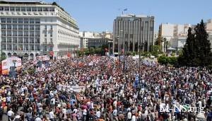 Европу парализовала волна забастовок и демонстраций