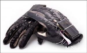 Говорящая перчатка, созданная донецкими студентами, попала в список лучших изобретений 2012 года