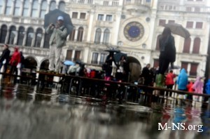 В связи с наводнением в Венеции объявлено чрезвычайное положение