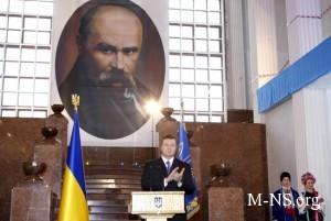 Янукович раздал Шевченковские премии за 2013 год