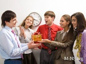 Подарки на 23 февраля: как угодить шефу?
