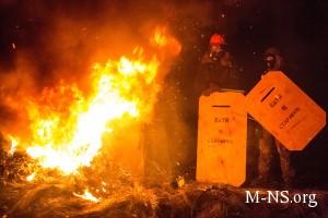 В Киеве возобновились столкновения оппозиционеров и милиции