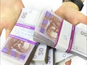 V panike ukraincy zabrali iz bankov 6 mlrd grn i polmilliarda dollarov