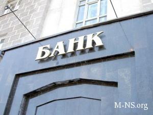 Okolo 40 voorujennyh lic zahvatili bank Arbuzova v Kieve