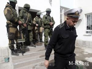 Ukrainskie voennye v Pereval'nom prekraschayut soprotivlenie okkupantam