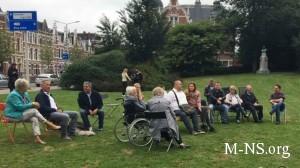 Tragediia MN17 rodny`e zhertv v Niderlandakh ustroili protest u posol`stva RF